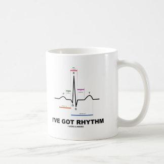 Tengo el ritmo (ECG - el golpe de corazón de EKG) Taza Básica Blanca