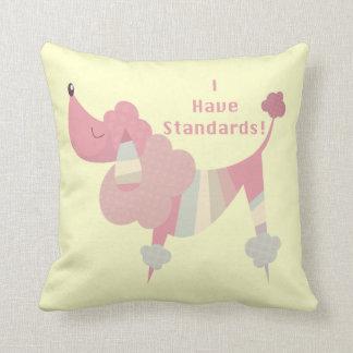 Tengo estándares (el caniche) almohadas