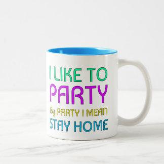Tengo gusto de ir de fiesta taza de dos tonos