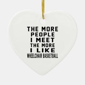 Tengo gusto de mi baloncesto de silla de ruedas adorno de cerámica en forma de corazón