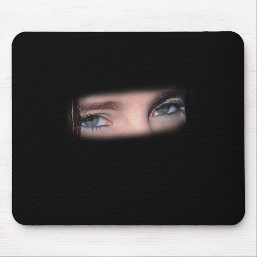 Tengo mi ojo en usted Mousepad