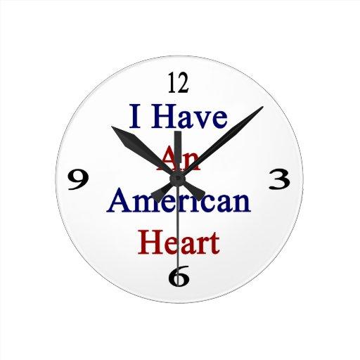 Tengo un corazón americano reloj redondo mediano