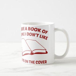 Tengo un libro de la gente que no tengo gusto. taza clásica