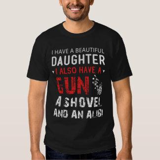 Tengo una hija hermosa y un arma polera