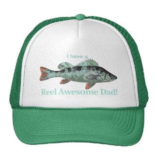 Tengo una perca impresionante de la pesca del papá gorros