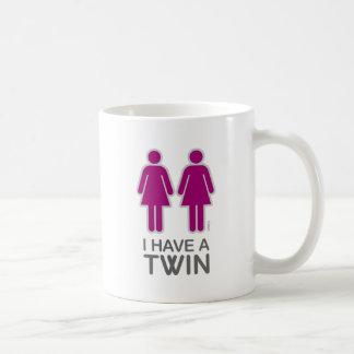 Tengo una taza (femenina) gemela
