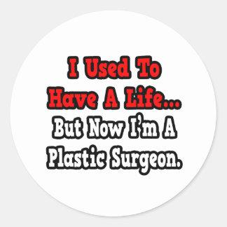 Tenía un cirujano plástico de la vida… etiquetas redondas
