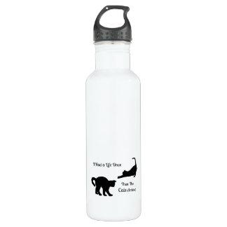 Tenía una botella de agua del gato de la vida una