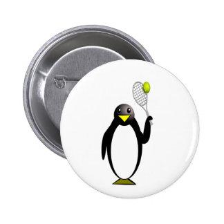 Tenis del pingüino pin redondo de 2 pulgadas