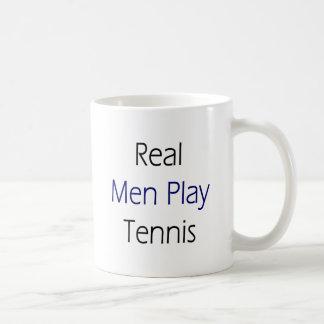 Tenis real del juego de los hombres taza