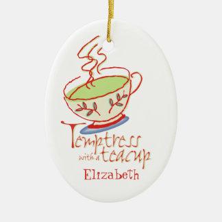 Tentadora con un ornamento de la taza de té ornamentos de reyes