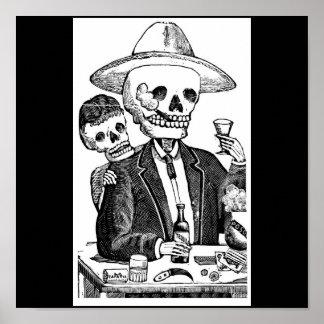 Tequila y el fumar de consumición esqueléticos póster