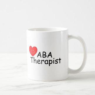 Terapeuta del ABA (corazón de S) Taza Básica Blanca