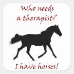 Terapeuta divertido del caballo calcomania cuadradas personalizada
