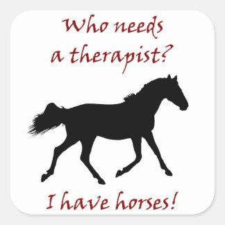 Terapeuta divertido del caballo calcomanía cuadradas personalizada