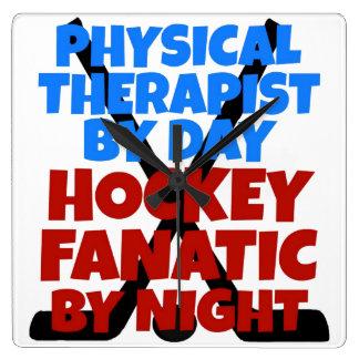 Terapeuta físico del amante del hockey reloj cuadrado