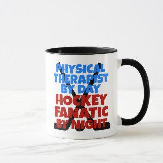 Terapeuta físico del amante del hockey taza