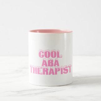 Terapeuta fresco del ABA (rosa) Taza De Dos Tonos