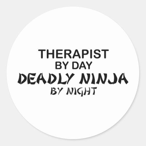Terapeuta Ninja mortal por noche Pegatina Redonda