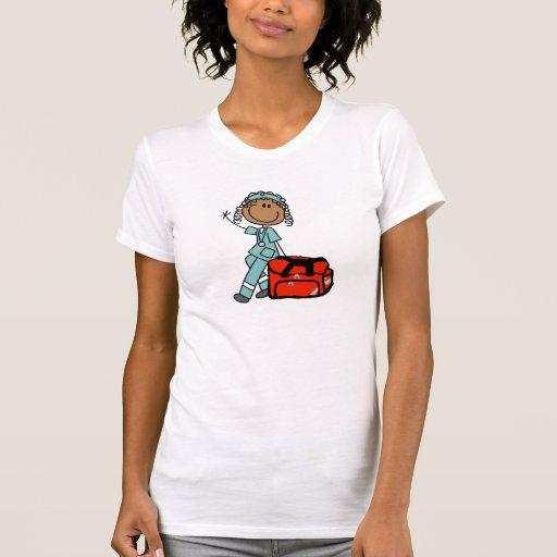 Terapeuta respiratorio de sexo femenino o EMT Camisetas