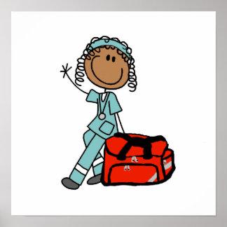 Terapeuta respiratorio de sexo femenino o EMT Póster