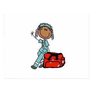 Terapeuta respiratorio de sexo femenino o EMT Tarjeta Postal