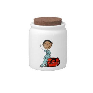 Terapeuta respiratorio de sexo masculino o EMT Jarras Para Caramelos