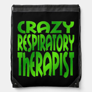 Terapeuta respiratorio loco en verde mochila