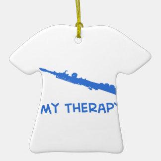 Terapia del saxofón del soprano adorno de cerámica en forma de camiseta