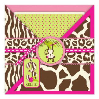 Tercer cumpleaños del safari del mono rosado de la invitacion personal