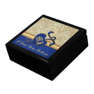 Terciopelo antiguo con monograma del azul real del caja de recuerdo