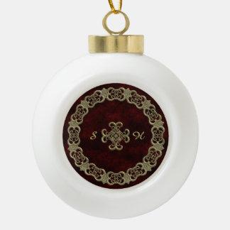 Terciopelo rojo con el ornamento de oro adorno de cerámica en forma de bola