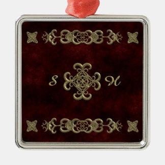 Terciopelo rojo con el ornamento de oro adorno cuadrado plateado