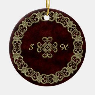Terciopelo rojo con el ornamento de oro adorno redondo de cerámica