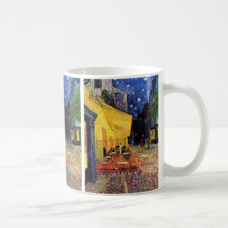 Terraza del café de la noche de Van Gogh en el Taza Básica Blanca