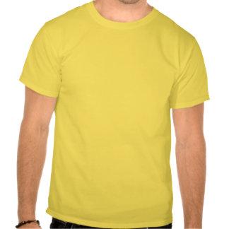 Terraza del café en la noche camisetas