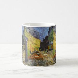 Terraza en la noche - Vincent van Gogh del café Taza Básica Blanca