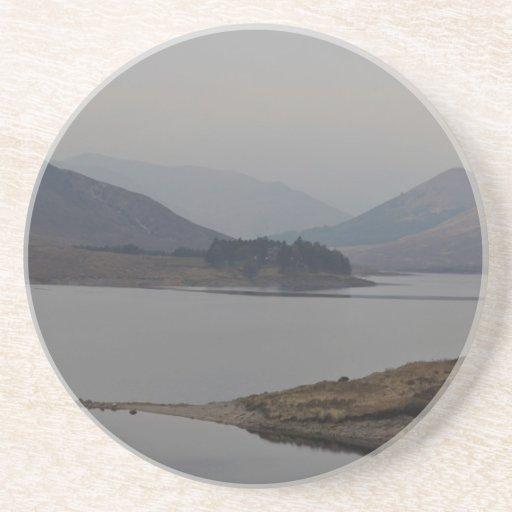 Terreno accidentado de un lago posavasos diseño