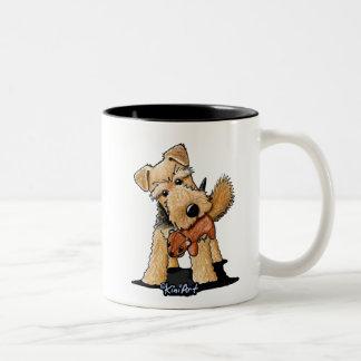 Terrier galés con la taza de la ardilla del