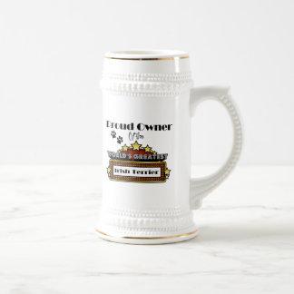 Terrier irlandés más grande del mundo orgulloso de tazas de café