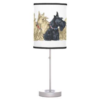 Terrieres escoceses de trigo y negros lámpara de mesa