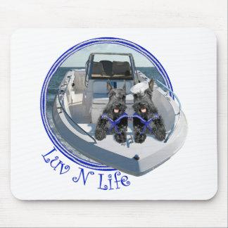 Terrieres escoceses en el barco alfombrilla de ratón