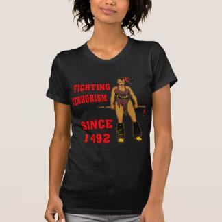Terrorismo que lucha del chica indio desde 1492 camiseta