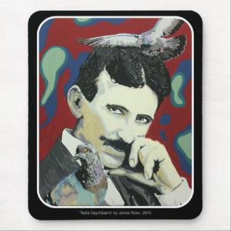 """""""Tesla soña despierto"""" en un Mousepad"""