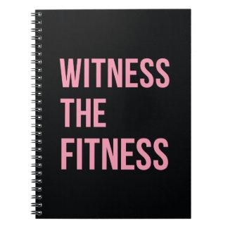 Testigo de la cita de entrenamiento el rosa del notebook