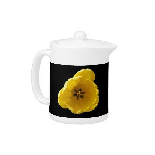 Tetera amarilla del tulipán