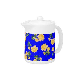 Tetera azul china del estampado de flores de los r