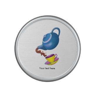 Tetera azul con la taza y el platillo amarillos altavoz bluetooth