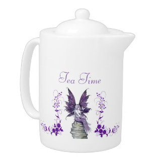 Tetera de hadas púrpura del tiempo del té