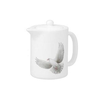 Tetera de la paloma del blanco que vuela pequeña